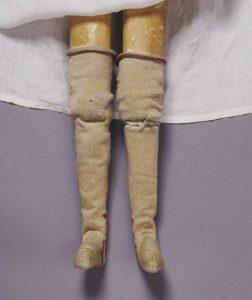 Doll's garter, Silk ribbon, London, 1690-1700. London, Victoria and Albert Museum, T.847F-1974