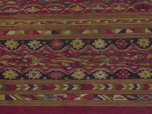 """Detail of woman's mantle made of woollen tapestry, called """"Iliccla"""", worn over the shoulders and attached in the front with a silver pin called """"t'ipqui"""", Cuzco, 18th century. Paris, musée du Quai Branly-Jacques Chirac, Inv. 71.1957.14.1"""