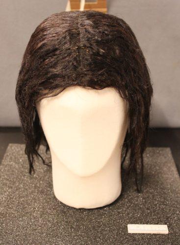 Wig, Human hair, circa 1660s, H. 28 cm, Diam. 22 cm, Museum of Copenhagen, inv. KBM 3827 FO205962